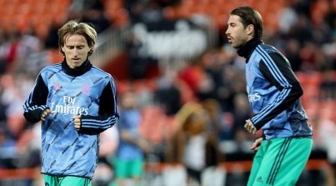 סרחיו ראמוס ולוקה מודריץ' בחימום (La Liga)