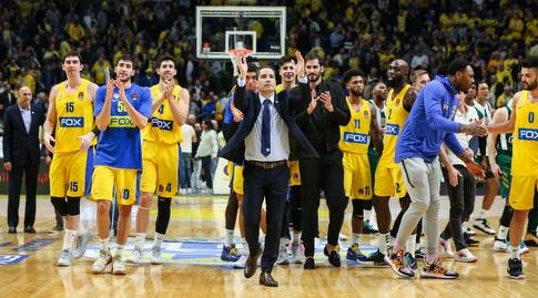 """יאניס ספרופולוס ושחקני מכבי ת""""א. """"לכדורסל אין חוקים משלו"""" (איציק בלניצקי)"""