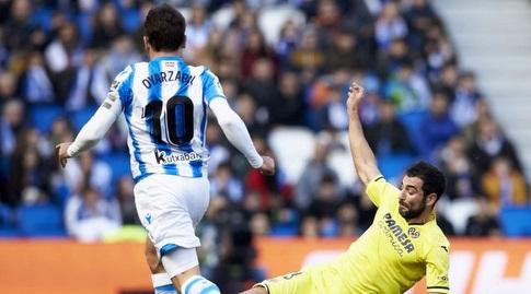 ראול אלביול מחלץ כדור ממיקל אויארסבאל (La Liga)