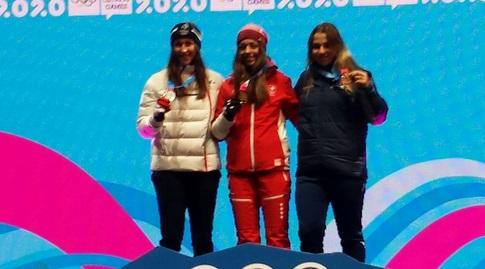 נעה סזולוס בטקס המדליות (באדיבות הוועד האולימפי בישראל)