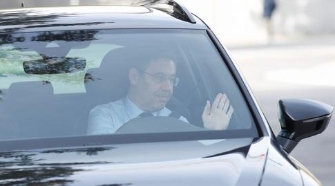 ג'וזפ מריה ברתומאו מגיע למתחם האימונים של ברצלונה (רויטרס)