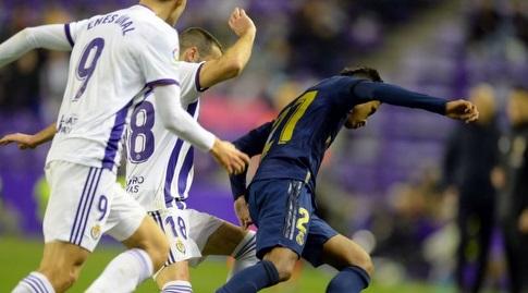 רודריגו מנסה לשמור על הכדור (רויטרס)