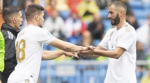 קארים בנזמה עם לוקה יוביץ'. המחליף הראוי? (La Liga)