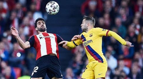 ג'ורדי אלבה במאבק עם ראול גארסיה (La Liga)