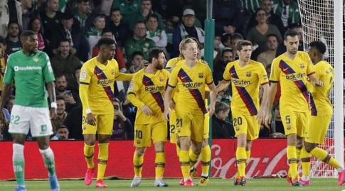 שחקני ברצלונה עם פרנקי דה יונג (La Liga)