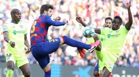 ג'רארד פיקה במאבק על הכדור (La Liga)