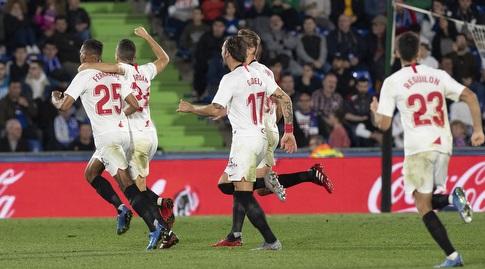 פרננדו חוגג עם שחקני סביליה (La Liga)