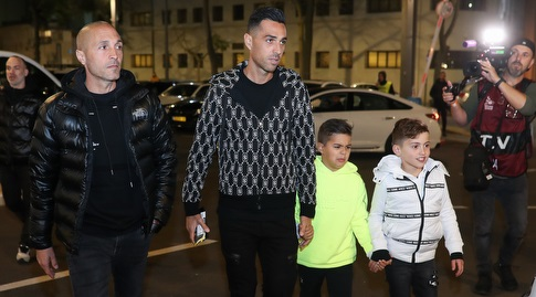 ערן זהבי מגיע עם ילדיו לבלומפילד (רדאד ג'בארה)