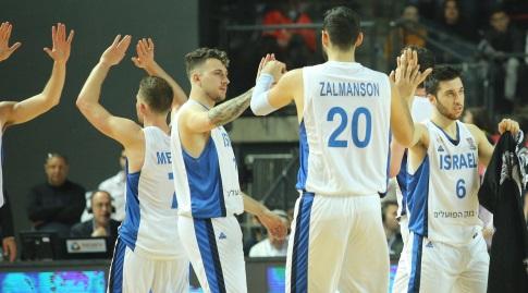 שחקני נבחרת ישראל חוגגים (שחר גרוס)