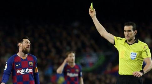 מסי מקבל כרטיס צהוב (La Liga)