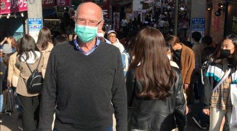 חבר הוועד האולימפי הבינלאומי, אלכס גלעדי, מטייל ברחובות טוקיו (מערכת ONE)