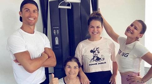 רונאלדו עם אימו ושתי אחיותיו (אינסטגרם)