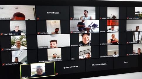 שחקני מכבי חיפה מתאמנים דרך הזום (מערכת ONE)
