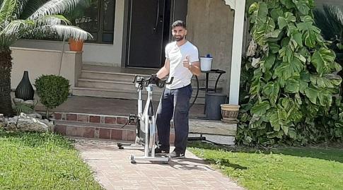 יונתן לוי עם מכשיר הספינינג (מכבי חיפה)