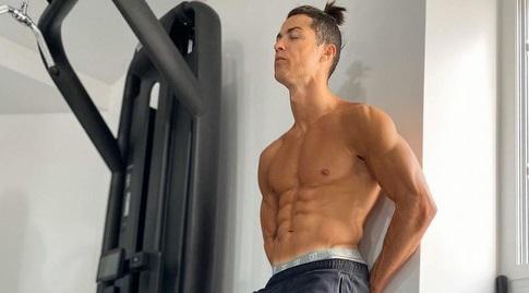 כריסטיאנו רונאלדו. מוצא כל דרך אפשרית להתאמן (אינסטגרם)