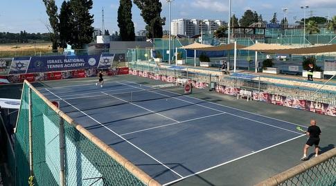 מרכז הטניס והחינוך ברמת השרון (לילו צרפתי)