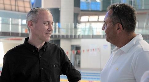 חילי טרופר עם סימון דוידסון (באדיבות איגוד השחייה)