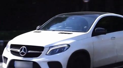 קאנטה מגיע במרצדס החדשה (צילום מסך)