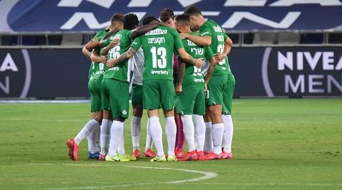 שחקני מכבי חיפה לפני המשחק (חגי מיכאלי)