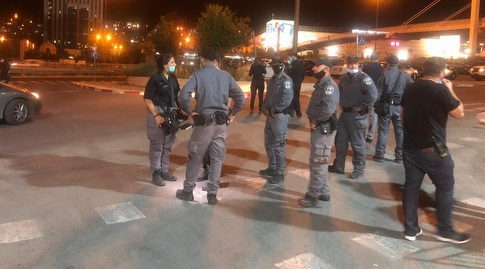 כוחות המשטרה מחוץ לטדי (גיא בן זיו)