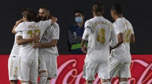שחקני ריאל מדריד חוגגים עם בנזמה (La Liga)