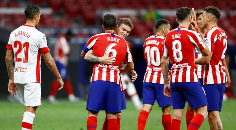 קוקה חוגג עם שחקני אתלטיקו מדריד (רויטרס)