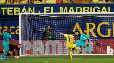 ג'רארד מורנו מבקיע מול ברצלונה (רויטרס)