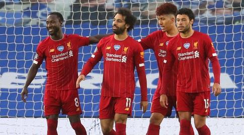 שחקני ליברפול חוגגים עם מוחמד סלאח (רויטרס)