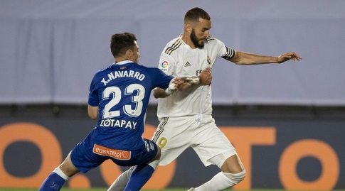 שימו נבארו נאבק עם קארים בנזמה (La Liga)
