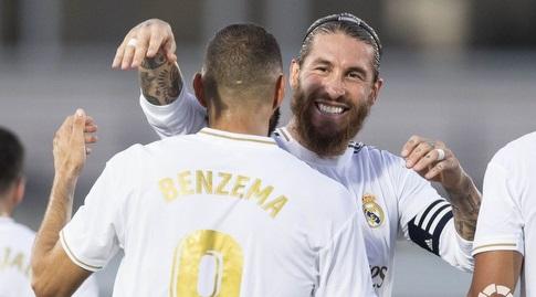 קארים בנזמה וסרחיו ראמוס חוגגים (La Liga)