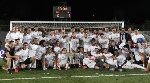 שחקני ריאל מדריד עם גביע האליפות. יעשו את הבלתי ייאמן (La Liga)