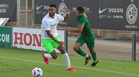 מוחמד עוואד עם הכדור (האתר הרשמי של מכבי חיפה)