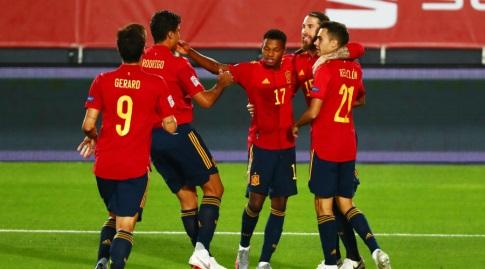 פאטי חוגג במדי נבחרת ספרד. יש לו בהחלט מה לחגוג (רויטרס)