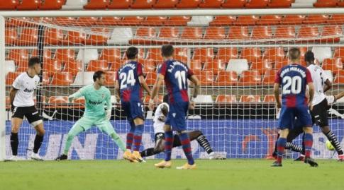 שחקני לבאנטה לפני השער השני שנפסל (La Liga)