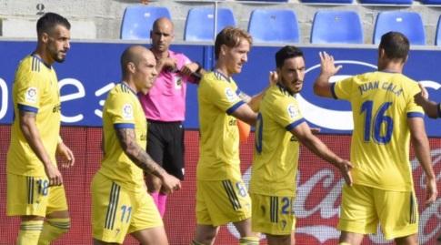 שחקני קאדיס חוגגים עם אלברו נגרדו (La Liga)