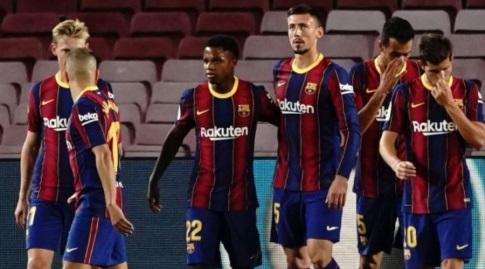אנסו פאטי חוגג עם שחקני ברצלונה (La Liga)