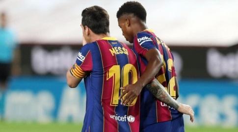 אנסו פאטי וליאו מסי חוגגים (האתר הרשמי של ברצלונה)