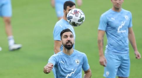 מונאס דאבור באימון נבחרת ישראל (רדאד ג'בארה)