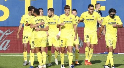 שחקני ויאריאל חוגגים עם דני פארחו (La Liga)