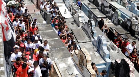 מסעות הלוויה של הכדורגלנים שנהרגו בברזיל (רויטרס)