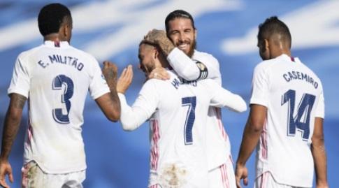 סרחיו ראמוס מברך את אדן הזאר (La Liga)