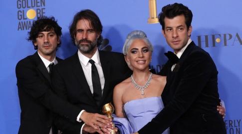 ליידי גאגא ויוצרי השיר שזכה להצלחה מסחררת - Shallow (רויטרס)