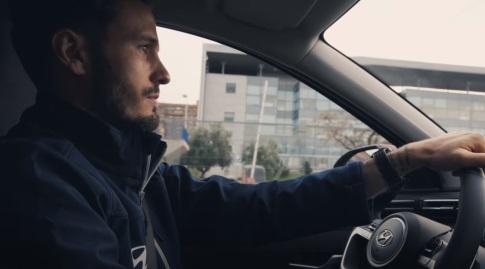 """סאול בתוך המכונית החדשה (צ""""מ מתות יו-טיוב)"""