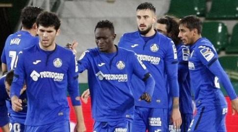 שחקני חטאפה חוגגים עם חיימה מאטה (La Liga)