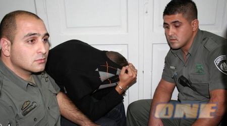 אחד החשודים בדיון להארכת מעצר אתמול (גיא בן זיו)
