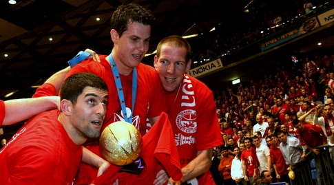 פניני עם הגביע ב-2008 לצד ארז מרקוביץ' ודרור חג'ג' (ניר בוקסנבאום)