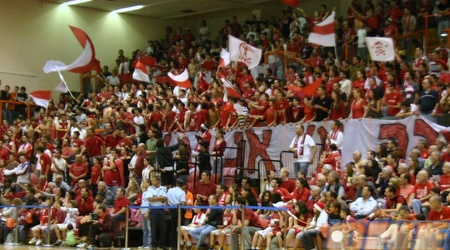 הקהל באדום בטירוף במהלך המשחק (יופ ציוני)