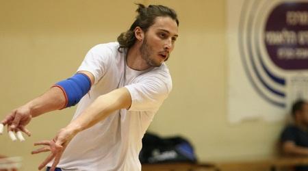 כדורעפן הנבחרת ג'קי גפט מכין עצירה למולדובה (תומר גבאי)