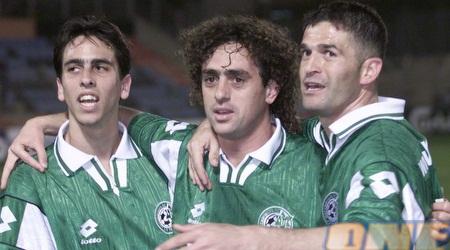 בניון חוגג במדי חיפה. זכה עם הקבוצה ב-2 אליפויות