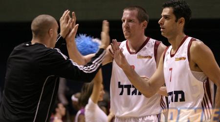 שרון ששון ומרקוביץ' מרוצים אחרי הניצחון בגמר (אמיר לוי)